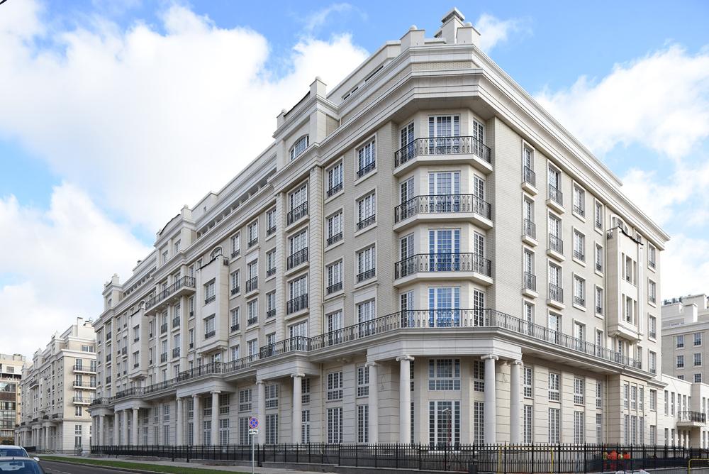 Современная классика: в Москве построили жилой комплекс по британским канонам